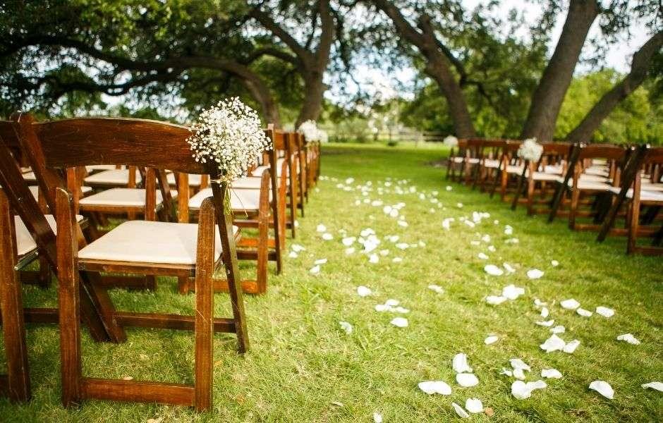 outdoor wedding venue in the summer
